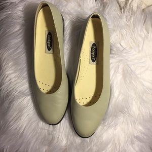 🌸Rockport light grey flats. Great condition.🌸